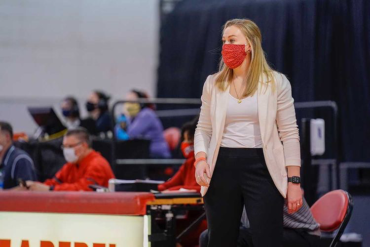 Lady Rebels' Lindy La Rocque Earned Mountain West Coach of the Year